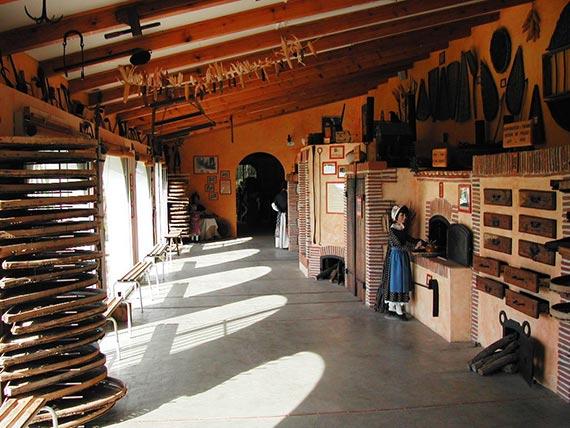 Musée du pruneau à Lafitte sur Lot prés d'Agen